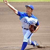 延長九回まで投げ抜いた里綾実投手=28日、名瀬運動公園市民球場