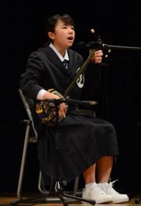 自慢ののどを競った民謡民舞少年少女奄美連合大会=29日、龍郷町