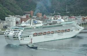 年間最多となる11回の寄港を予定している「サン・プリンセス」=2014年5月1日、奄美市の名瀬港