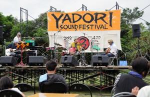 20団体が出演し、盛り上がった「YADORI SOUND FES」=22日、瀬戸内町蘇刈のヤドリ浜
