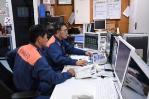 6月に119番の多言語対応を始める大島地区消防組合通信指令室=29日、奄美市名瀬