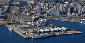 観光拠点としての活用が検討されている鹿児島港本港区=2017年12月、鹿児島市(二宮忠信さん提供)