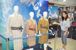 企画展に加えられた(左から)西郷隆盛、愛加那、土持政照のドラマ衣装=29日、和泊町和泊