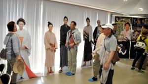 大型連休中、多くの入館者でにぎわう西郷南洲記念館=4日、和泊町和泊