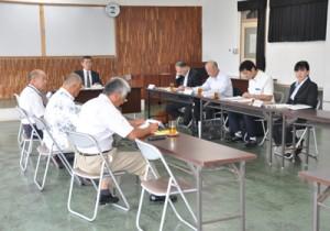 シラヒゲウニの採捕承認申請などを承認した奄美大島海区漁業調整委員会=15日、奄美市名瀬