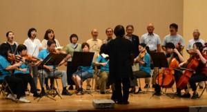 奄美第九結団式で合唱の一部を披露する実行委ら=3日、龍郷町りゅうゆう館