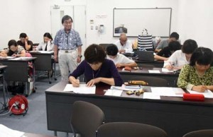 外国語の習得や通訳案内士の役割などを学んだ通訳案内士研修会=16日、徳之島町亀津