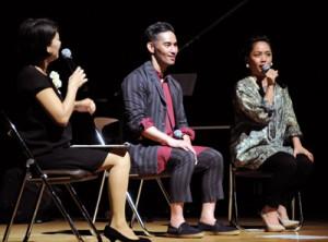 (右から)元ちとせさん、中孝介さんが島唄の魅力などを語ったトークライブ=27日、奄美市名瀬の奄美文化センター