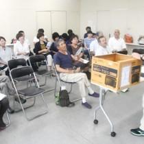 徳之島エコツアーガイド連絡協議会の総会後、体験型学習の手法を学んだ研修会=9日、徳之島町役場
