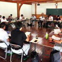選果場の利用実績などが報告された管理運営協議会総会=28日、奄美市名瀬