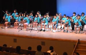 多彩な演目が披露された舞台発表=17日、徳之島町文化会館