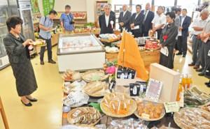奄美市住用町にオープンした観光交流施設「三太郎の里」の産地直売スペース
