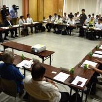 奄美・沖縄の関係者らが一堂に会した世界自然遺産候補地地域連絡会議=27日、奄美市名瀬