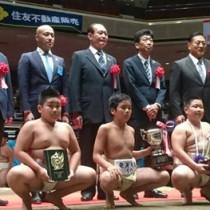 団体準優勝した奄美大島の(前列左から)重村、俵、福崎(提供写真)