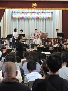 120人の聴衆を魅了したみやまさてらいとコンサート=1日、喜界町中央公民館