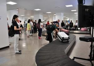 到着客の利便性向上へ増設された手荷物受け渡し用ベルトコンベヤー=9日、奄美市笠利町の奄美空港