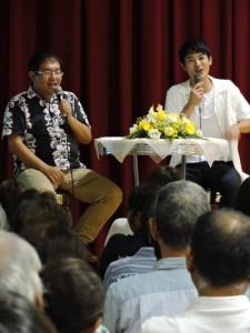 村田新八を語る(右から)堀井さん、東川さん=1日、喜界町役場コミュニティーホール