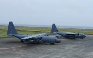 奄美空港に着陸した米軍の輸送機(提供写真)
