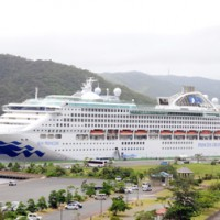 名瀬に寄港した「サン・プリンセス」=20日、奄美市名瀬港観光船バース
