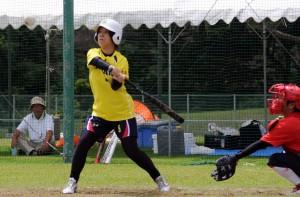 【女子ソフトボール・奄美―徳之島】打線をつなげ、大量点を取った奄美の攻撃=8日、徳之島町健康の森運動公園多目的広場