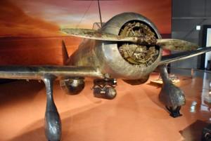 藤野軍曹が乗っていた戦闘機と同型の旧陸軍九七式戦闘機=4日、福岡県筑前町の大刀洗平和記念館