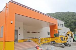 9月に供用開始する奄美市立学校給食センター=10日、同市名瀬朝戸
