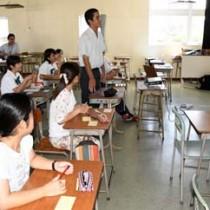 アイデアを創造する手法などを学んだ人材育成講座=17日、徳之島町亀津