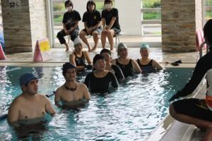健康づくり施設としても人気の「ほーらい館」(伊仙町提供)