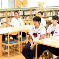 夏休み向学塾の開講式に出席した受講生=16日、徳之島町亀津中学校