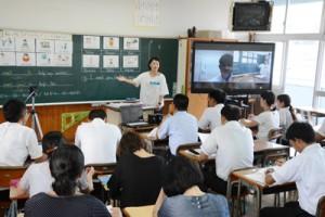 群島内の小中学校教員ら約180人が参加した大島地区オープンサポート教科フォーラム=24日、奄美市名瀬