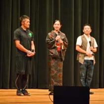 舞台あいさつした(右から)朝崎さん、渡辺監督、成瀬さん、山下さん=17日、龍郷町