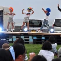 沖永良部島の音楽好きたちが集い初開催したサンセットフェス=23日、和泊町
