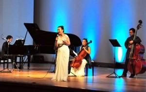 愛加那の人生を三重奏とソプラノの歌声に乗せ情感豊かに披露したステージ=9日、龍郷町