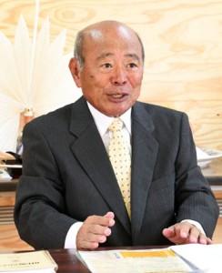 天城町長選への出馬を表明した森田弘光氏=21日、天城町平土野