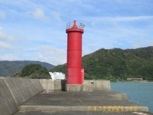 消失前の名瀬港西防波堤灯台(奄美海上保安部提供)