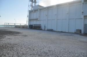 増設する4号機の本館建設地=19日、与論町の新与論発電所