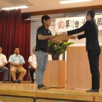 優秀農家や県フラワーコンテスト入賞者への表彰もあった沖永良部花き専門農協総会=5日、和泊町