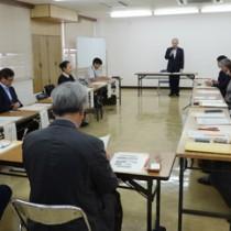 初会合が開かれた奄美市景観計画策定委員会=15日、市役所