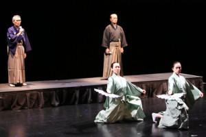 シカゴで舞台に立つ永田浩郎さん(後列右)=撮影:山岸重彦さん/舵社
