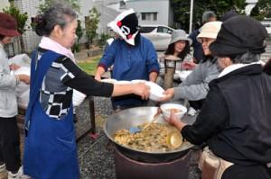奄美市防災訓練写真(炊き出し) 丸山