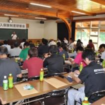 収入保険制度の仕組みなどを学んだ研修会=23日、奄美市農業研究センター