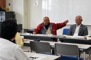 勉強会で西郷隆盛の人物像を語る都留さん(中央)=12日、熊本県菊池市