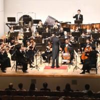 クラシックや映画音楽を演奏した東京オーケストラMIRAI=12日、徳之島町文化会館