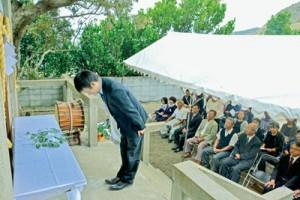 住民らが玉串を奉納した有良厳島神社300年祭=13日、奄美市名瀬有良