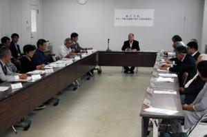 瀬戸内町のクルーズ船寄港地開発計画に関して町民を主体に組織された検討協議会の初会合=28日、同町役場