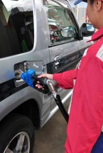 原油価格の高騰でガソリンも値上げが続いている(資料写真)