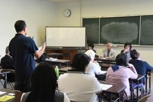 フードバンクあまみ設立へ向け取り組みの可能性を議論した研修会=24日、奄美市名瀬