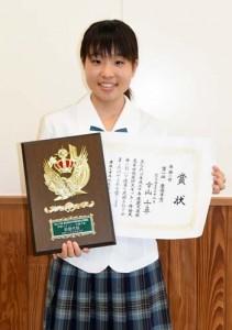 県高校英語スキット・弁論大会で最優秀賞を獲得した幸山千尋さん=11日、徳之島町の徳之島高校