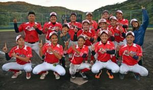 2連覇を飾ったラビオス=25日、名瀬運動公園市民球場