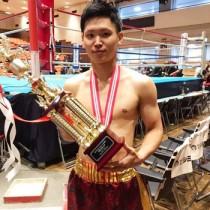 ボクシングの東日本新人王決定戦フェザー級で優勝し、大会MVPを獲得した瀬戸内町出身の峯田(提供写真)